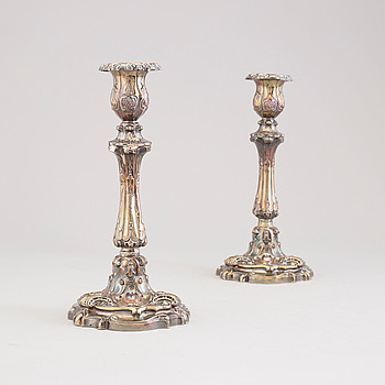 GUSTAF MÖLLENBORG Féron, ljusstakar, ett par, silver, nyrokoko, Stockholm 1832.