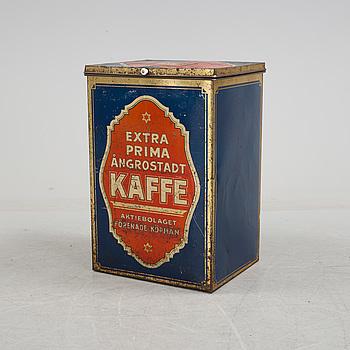 """PLÅTBURK, skyltexemplar modell större, """"Aktiebolaget Förenade köpmän"""", 1910-20-tal."""