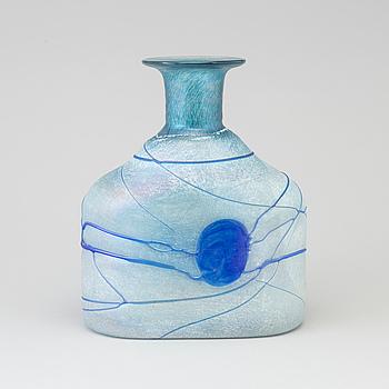 BERTIL VALLIEN, flaska, glas, Artist Collection, Kosta Boda, signerad, numrerad 48016, 1900-talets fjärde kvarta.
