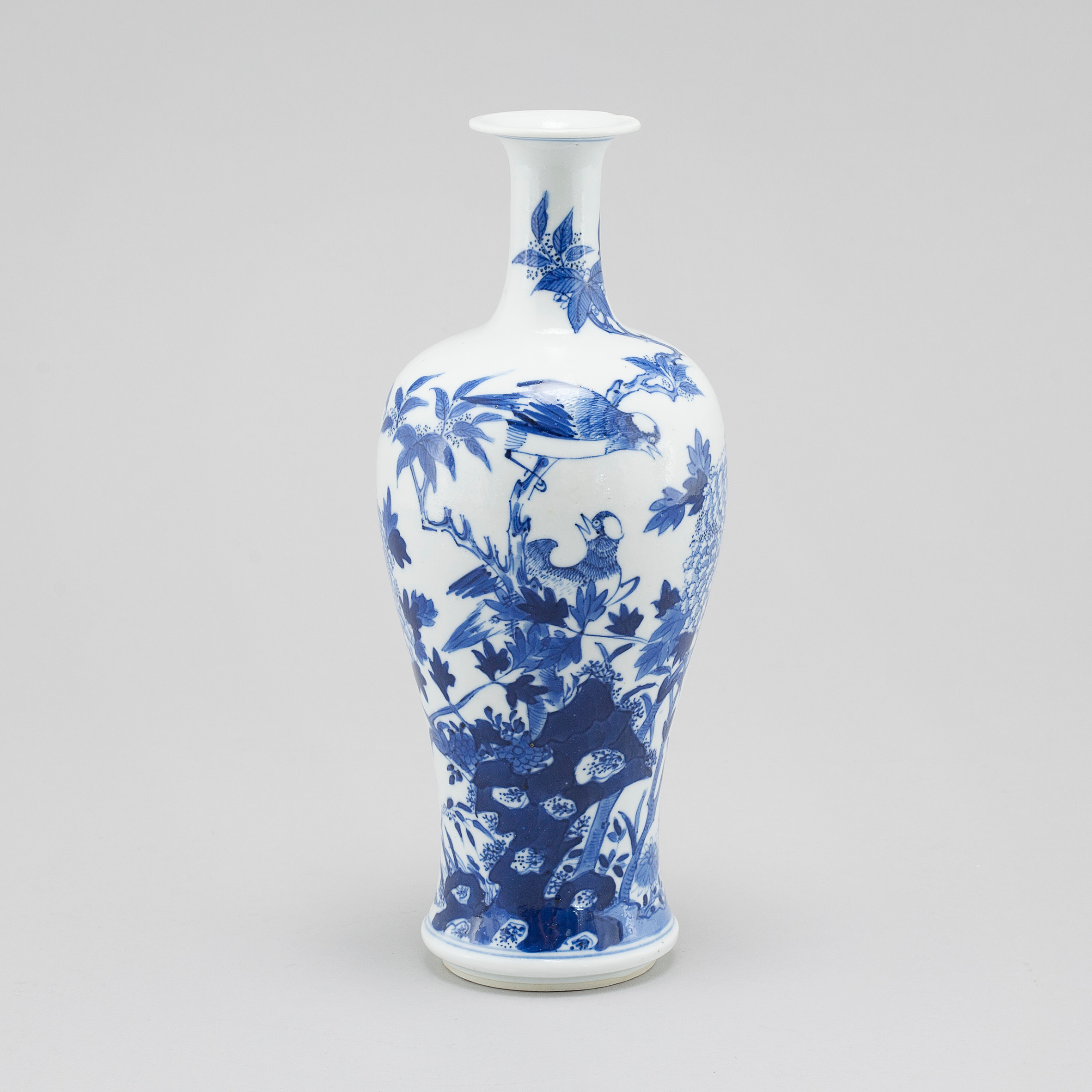 A chinese blue and white porcelain vase qing dynasty late 19th 10996387 bukobject reviewsmspy