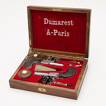 FLINTLÅSPISTOLER, ETT PAR, Frankrike, Dumarest a Paris, cirka 1800-20.