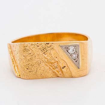 RING, 18K guld med små diamanter, Svenskt Guldsmide Stockholm,