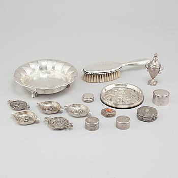 PARTI SILVER, 11 delar, svenska och utländska stämplar, varierande tillverkare, 1700-1900-tal.
