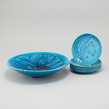 A bowl and 6 small plates in stoneware, designed by Charlotte Hamilton, Rörstrand, mid 20th century.