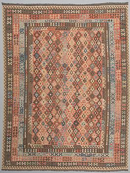 MATTA, orientalisk Kelim, ca 400x 310 cm.