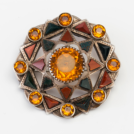 A brooch set with amber coloured paste, heliotrope and jasper