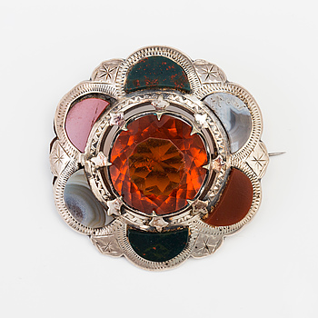 A BROOCH set wiht amber coloured paste, agate, heliotrope and jasper.