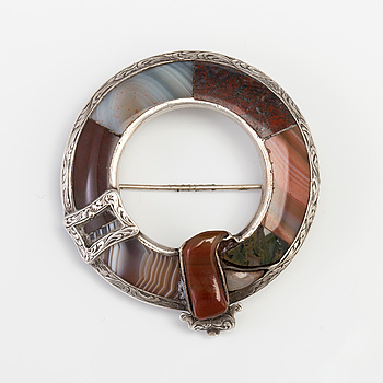 A BROOCH set with agate.