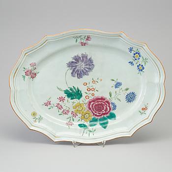 A famille rose export porcelain platter, Qing dynasty, Qianlong (1736-95).