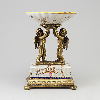 A porcelain and brass bowl, later part of the 19th century.