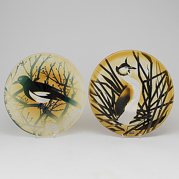 PAUL HOFF, Two Paul Hoff glass plates from Kosta dated 1978 and 1979, numbered 255/975 and 189/975.