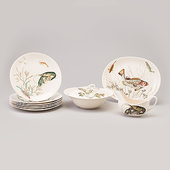 "A CREAMWARE ""FISH"" SERVICE by Johnson Bros, England, 9 ps."