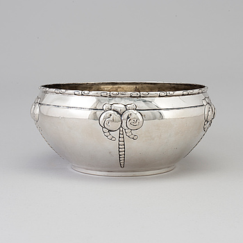 A Danish Art Nouveau silver fruit bowl, maker's mark Grann & Langlye, Copenhagen, 1916.