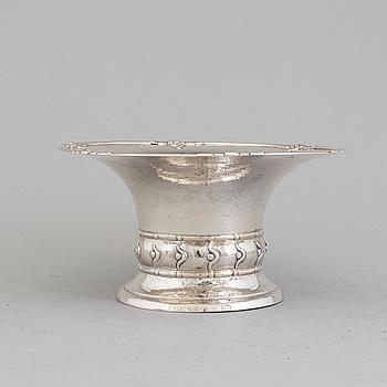 A Danish Art Nouveau silver bowl, maker's mark Georg Albert Halling, Copenhagen 1919.