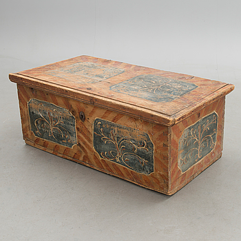Wooden chest, 17th century.