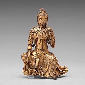 556. A lacquered wooden figure of Guanyin, 17th/18th Century.