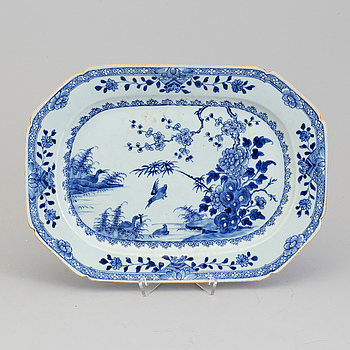 STEKFAT, porslin. Qingdynastin, Qianlong (1736-95).