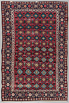 An oriental rug, semiantique, 169 x 115 cm.