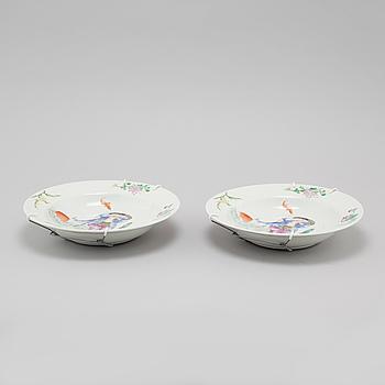 TALLRIKAR, ett par, porslin, Kina, 1900-talets första hälft/mitt.