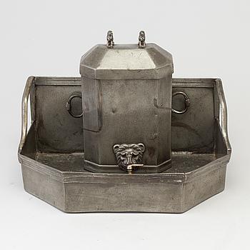 VATTENCISTERN MED DROPPSKÅL, tenn, 1700-tal.
