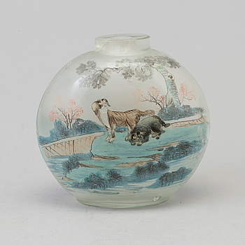 A large Chinese glass snuff bottle, circa 1900.