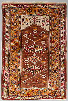 MATTO, a semi-antique Melas/Milas, Anatolia, ca 257 x 174 cm (as well as 3 and 1 cm flat weave at the ends).