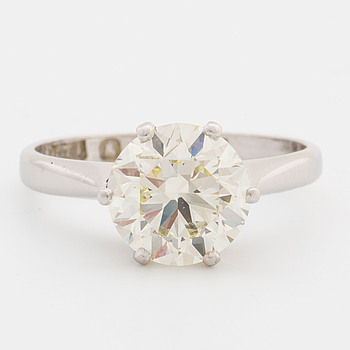 A ring with old-cut diamond ca 2.50 cts.