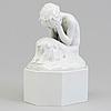 """Figurin, porslin. """"gråtande faun på sockel"""", gerhard henning, danmark, tidigt 1900 tal"""