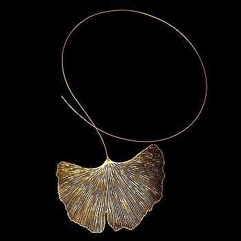 """MARIA JAUHIAINEN, HALSSMYCKE, """"Ginkgo"""", stål, 18K guld, 24K bladguld."""