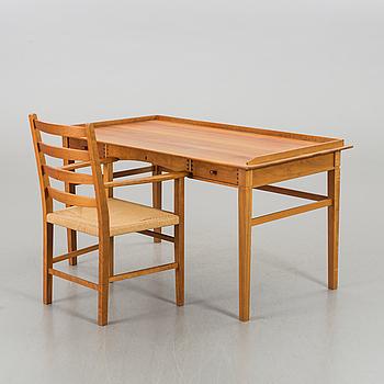 AKSEL KJERSGAARD, skrivbord med stol Danmark 1900-talets andra hälft.