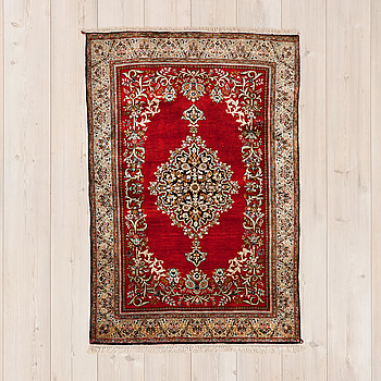 CARPET, Qum silk (old) 162 x 109 cm.