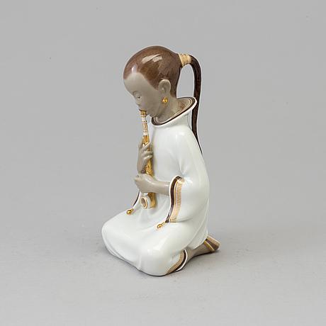 """Figurin, porslin, """"opiumrökaren"""". arno malinowski, royal copenhagen, danmark. 1920-tal."""