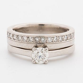 RINGAR, 2 st, med briljantslipade diamanter, totalt ca 0.53 ct.