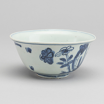 SKÅL, porslin, Kina, Ming (1368-1644).Troligen sjöfynd.