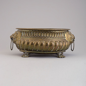 A end of the 19th century brass flower pot.