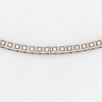NECKLACE, 18 carat white gold with 132 diamonds ca 3.35 cts.