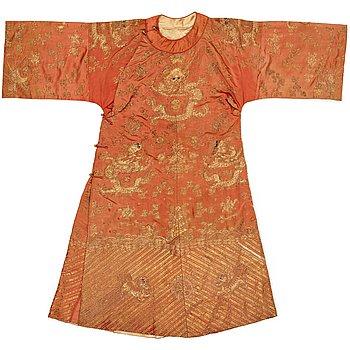 ROCK, broderat siden, höjd 131 cm, Kina sen Qingdynasti (1644-1912).