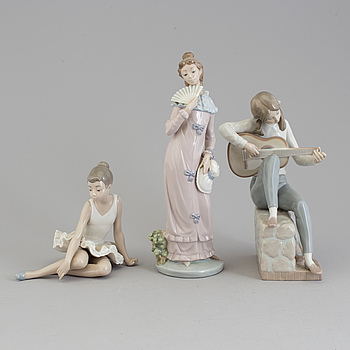 Three NAO Spanish porcelain figures, 20th century.