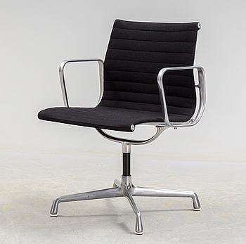 CHARLES & RAY EAMES, A second half of the 20th century 'Aluminum Group'' chair by Charles & Ray Eamrs for Miller.