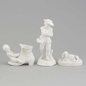 FIGURER, tre stycken, biskviporslin. Gustafsberg, sent 1800-tal samt 1900-tal.