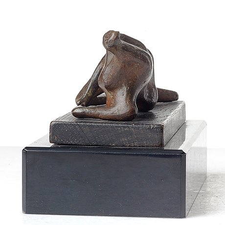 Henry moore, maquette for reclining figure.