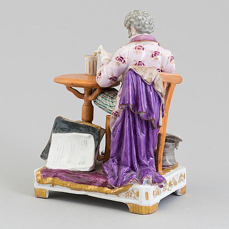 """Figurin, porslin. """"tidningsläsaren"""", tyskland, dressel, kister & co, omkring 1910."""