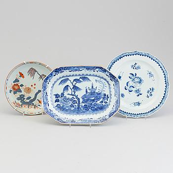 FAT, två stycken, samt STEKFAT, kompaniporslin. Qingdynastin, Kangxi samt Qianlong (1736-95).