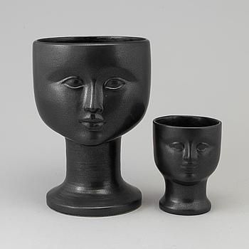 """LISA LARSON, vaser, två stycken, stengods, """"Ansiktsvas"""", Gustavsberg."""