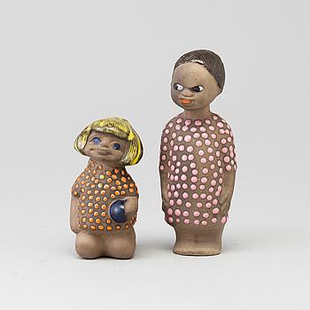 MARI SIMMULSON, figuriner, två stycken lergods, 1900-talets andra hälft.