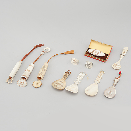 Eleven 20th century crafted items in horn.