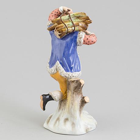 "Figurin, porslin. ""vinter"", royal copenhagen, danmark, 1940 tal"