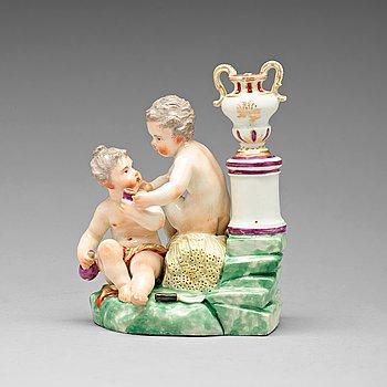 267. FIGURIN, porslin. Omärkt, troligen Ludwigsburg, Tyskland, 1780/90-tal.