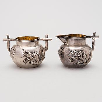 Sockerskål och gräddsnäcka, silver, Kina, 1900-talets början.