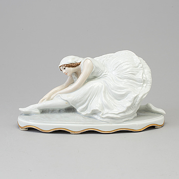 A Rosenthal figurine of Anna Pavlova as Adette in the Swan Lake, Germany 1920's.